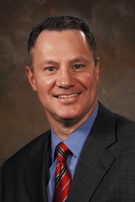 มร.ริชาร์ด เจ. เครเมอร์ ประธานกรรมการและประธานเจ้าหน้าที่บริหาร